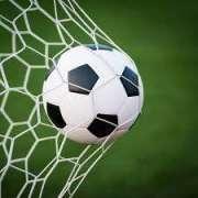ناصر کریم بلوچءَ کسانیں وھدءَ فٹ بال ءِ لیبءَ را دیم روئی داتگء ُ درورے جوڑ کتگ، فٹ بال دوست