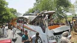 مظفر آباد،راولپنڈی توںچکار ونجنڑ آلی ویگن کھڈے وچ ڈہنڑ نال ہک تریمت اتے بال سمیت 3بندے جاں بحق،7زخمی