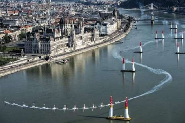 Hungry: Pilots' heart wrenching stunts in air race, Budapest