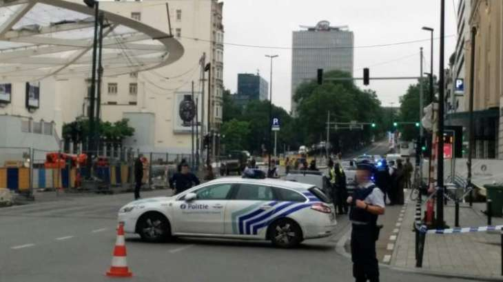 Brussels police surround 'bomb suspect', cordon off city centre: media
