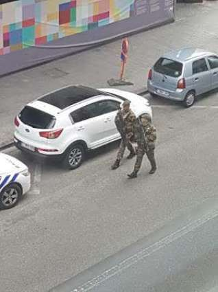 Brussels police surround 'bomb suspect', cordon off city centre