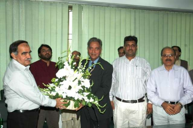 UET organizes farewell ceremony for retired teachers