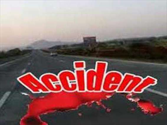 Man injured in road mishap