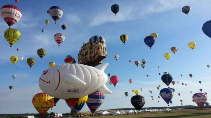 Up, up and away! Hot-air balloonist set to beat world record