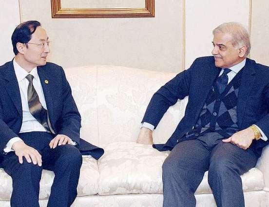 چینی سفیر نے اقتصادی راہداری منصوبے توں متعلق افواواں نوں بے بنیاد قرار دے دتا پاکستانی حکومت تے قوم سی پیک معاملے تے ساڈے نال نیں، پاک فوج دا منصوبے نوں مثالی سکیورٹی فراہم کر رہی اے، وی ڈانگ دا تقریب نال خطاب