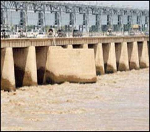 River Indus in low flood at Guddu Barrage