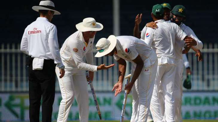 Cricket: Pakistan 57-4 against England at 2nd day close