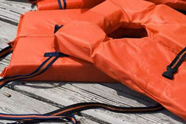 Policeman fines himself after going without lifejacket