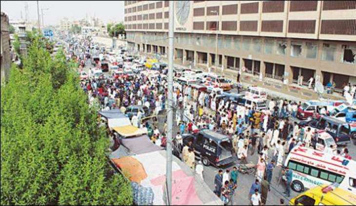Karachi: attack on security personnel's car, 2 injured