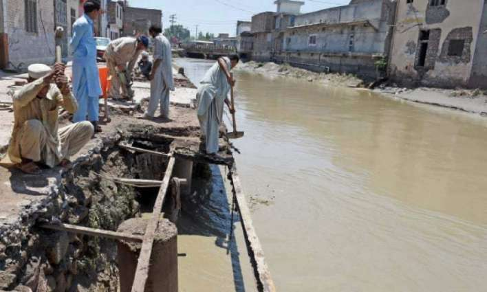 Distt admin launches anti-encroachment operation at embankments