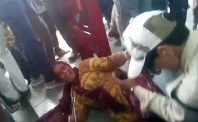 Indian Muslim women beaten for carrying beef