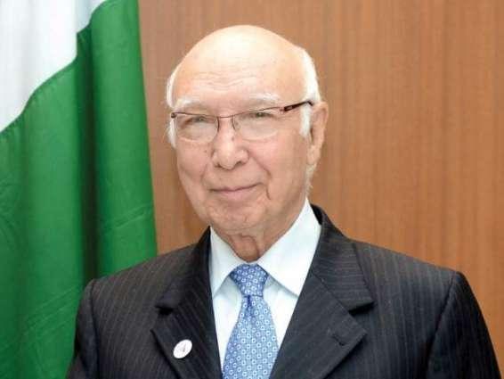 مستشار رئيس الوزراء الباكستاني للشؤون الخارجية يحضر منتدى آسيان الإقليمي في لاوس