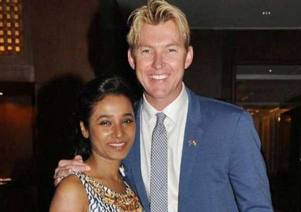 Brett Lee wishes to invite Shahrukh Khan on the screening of 'UnIndian'