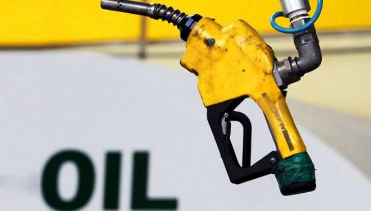 Oil prices sink further as glut worries return