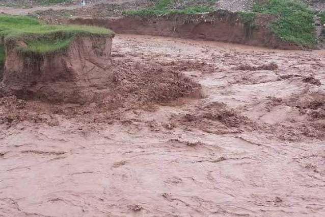 21 people killed as flash flood sweeps away van