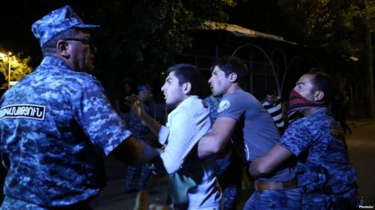 Police officer shot dead in Armenia standoff