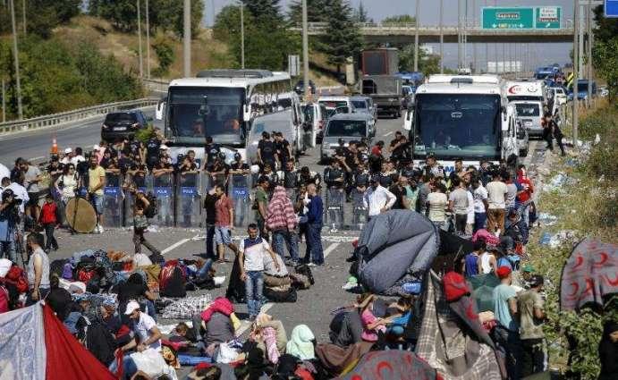 Greece arrests pro-refugee activists for disrupting mass