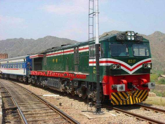 2 coaches of Awami Express derailed from track including engine