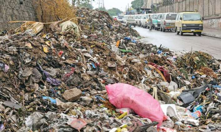 Open garbage heaps in Rawalpindi irks residents