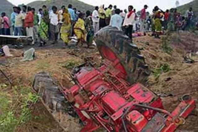 سکردو ،ٹریکٹر ٹرالی موڑ مڑدے ہوئیں جھکے کھڈے وچ ونج ڈٹھی ،ہک بندہ جاں بحق ،10 زخمی
