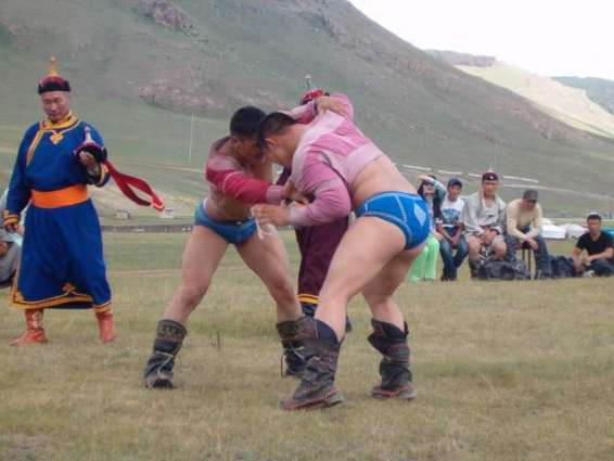 Wrestling: Mongolian women grapple with tradition
