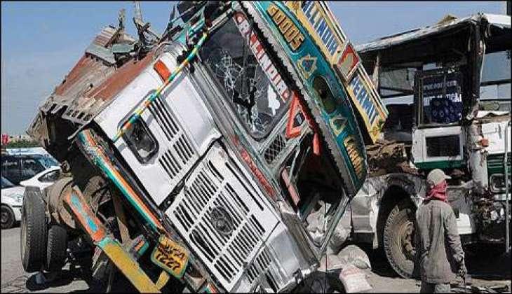 جامشوروو چ ٹر یفک حادثے دے نتیجے وچ 12 مسافر جاں بحق، 40 زخمی