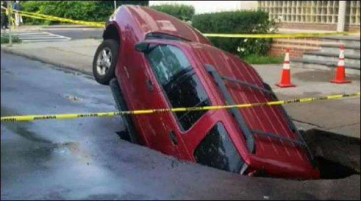 Road swallowed the car in the US