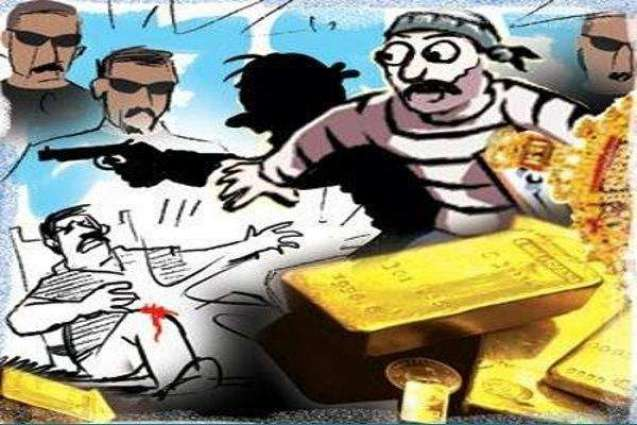 Gold ornaments, cash looted