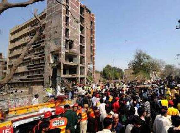 گلبرگ وچ تِن منزلہ عمارت وچ اگ لگ گئی، سارا سامان سڑ گیا