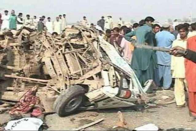 حسن ابدال دے نیڑے مسافر ویگن حادثے وچ 18 بندے زخمی