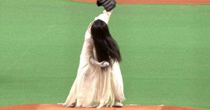 Baseball: Japanese girl breaks rule by going on field