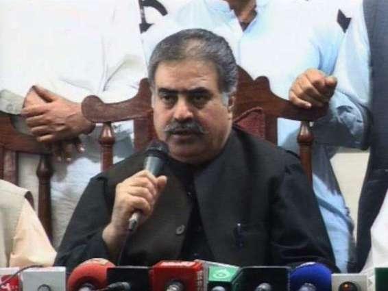 د بلوچستان اعلی وزير ثناﺀ الله خان زهري د كوئټې سول روغتون دوره ۔ په ځانمرګې بريد كښې د ژوبلو شويو تپوس پوښتنه ٬ د پېښې ځائې معائنه ٬په كوئټه ښار كښې مو كومبنګ عمليات پېل كړي دي۔ د آخري ترهګر تر خاتمې به آرام رانشي۔ د اعلی وزير ثناﺀ الله خان زهري سول روغتون څخه بهر ميډيا سره خبرې