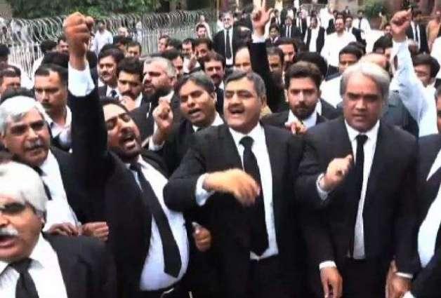 Lawyers boycott court proceedings against Quetta carnage