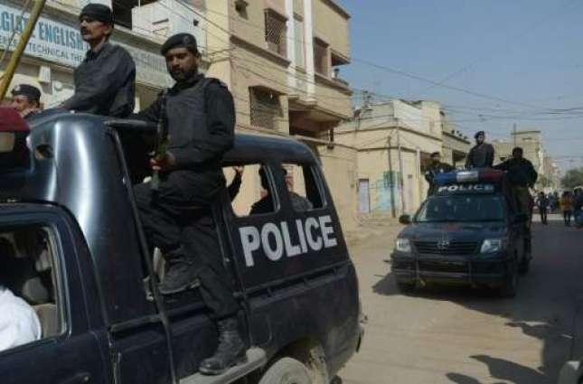 لاہور: بُرقا پاکے محبوبہ نوں ملن والے عاشق دی دُھلائی، پولیس دے حوالے کر دِتا گیا