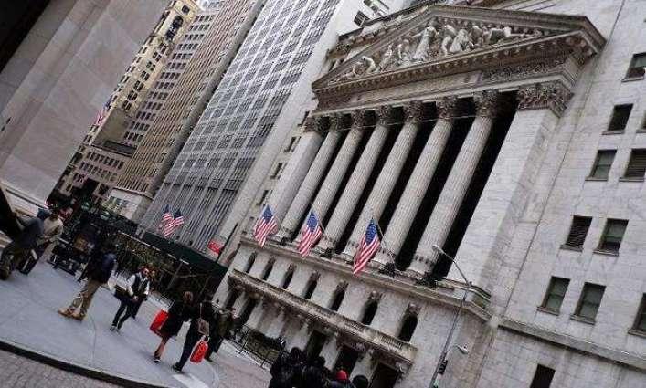US stocks flat as market eyes retailers