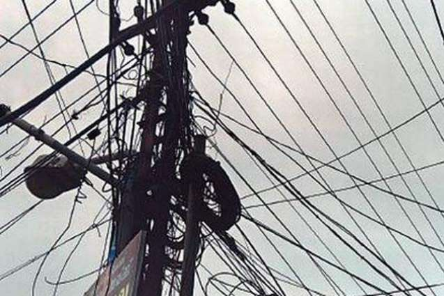 A rescuer electrocuted, two injured