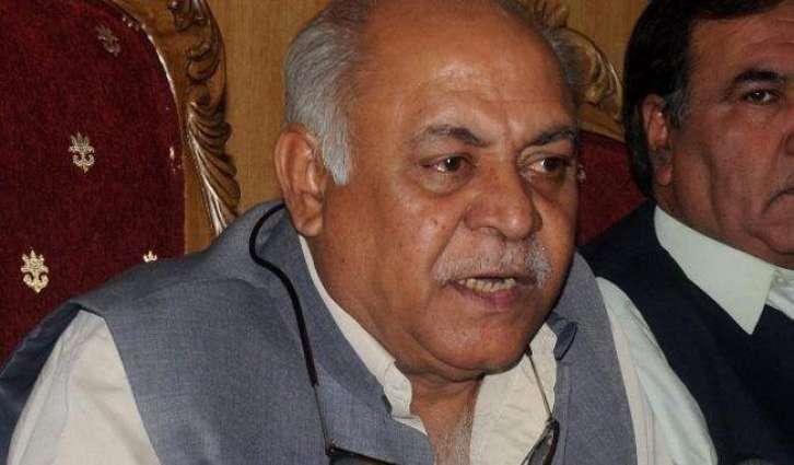 الوزير الباكستاني يحث السياسيين على التجنب من الخلافات لدعم الحرب على الإرهاب