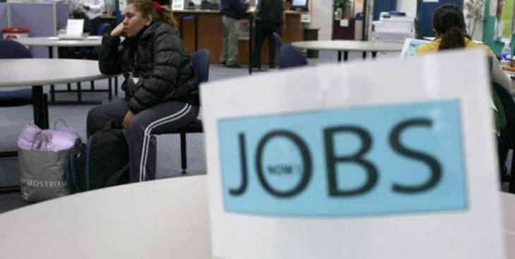 US jobless claims fall slightly in first week of August