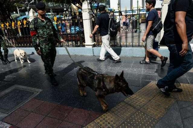 Thai authorities hunt tourist town bombers