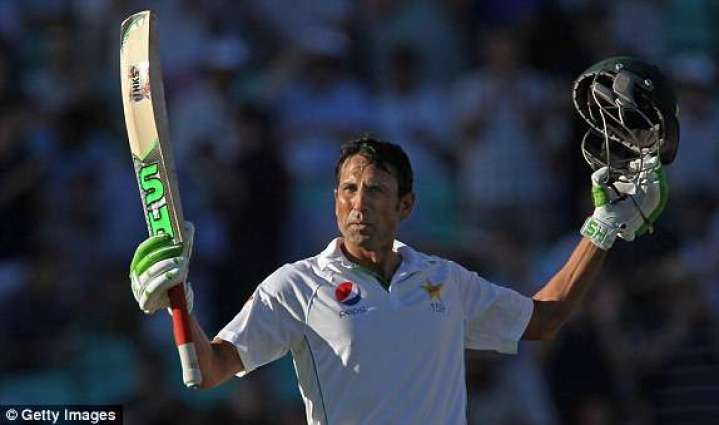 Cricket: Younis extends Pakistan's lead in fourth Test