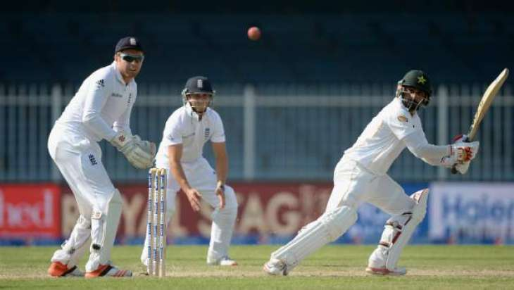 Cricket: England 88-4 against Pakistan at 3rd day close