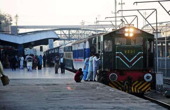 Azadi Train attracts huge crowds at Chaklala, Gujar Khan Railway Stations