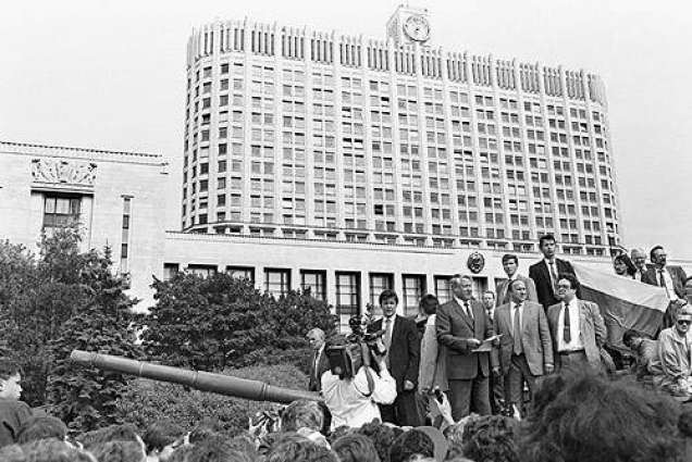 Heady days fade for Russians who halted 1991 coup