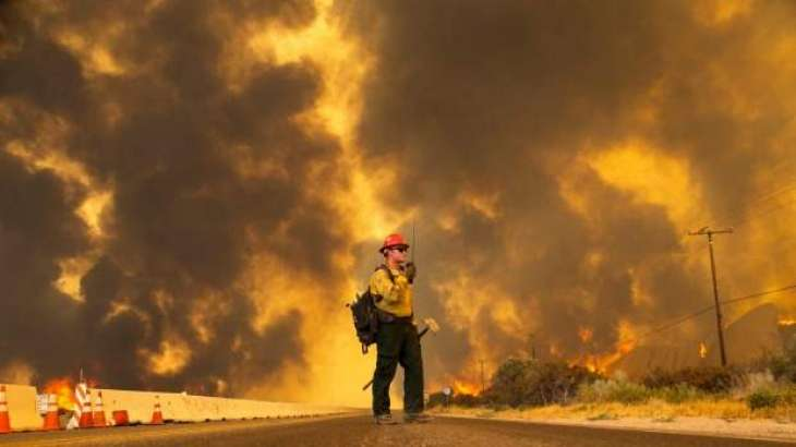 More than 82,000 flee California wildfire