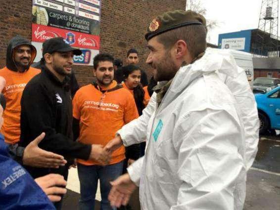 Boxer Amir Khan shocked to see  plight of Drought hit Tharis