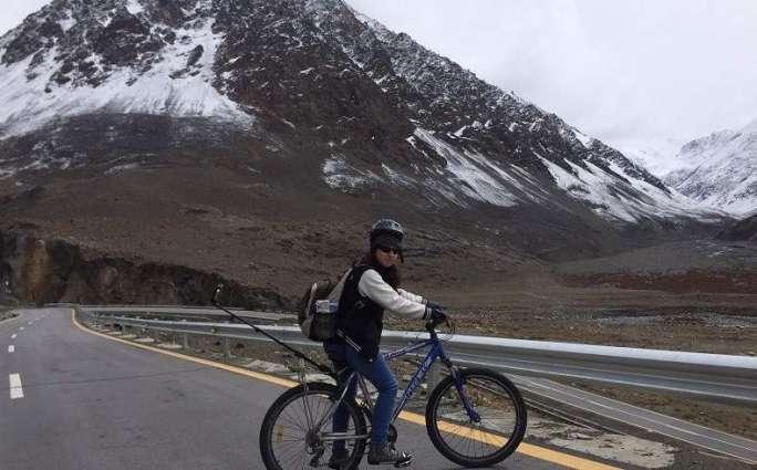 Woman cycles atop Biafo Glacier, makes world record