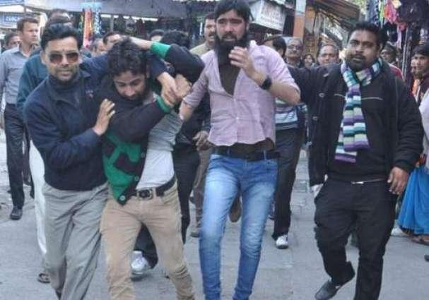 Rightwing ABVP activists harass Kashmiris in Karnataka