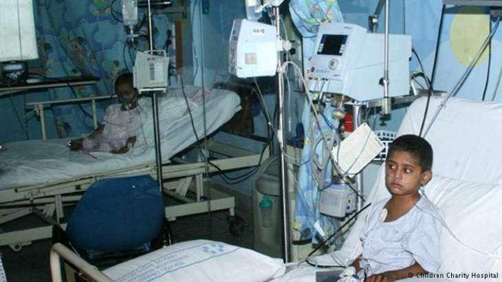 500 رُپئے دا جھیڑا، نِکے بھراواں نے وڈے نوں اگ لا دِتی۔ بچاندے ہوئے 2 بھرا وی لوس گئے، خطرناک حالت وچ ہسپتال منتقل