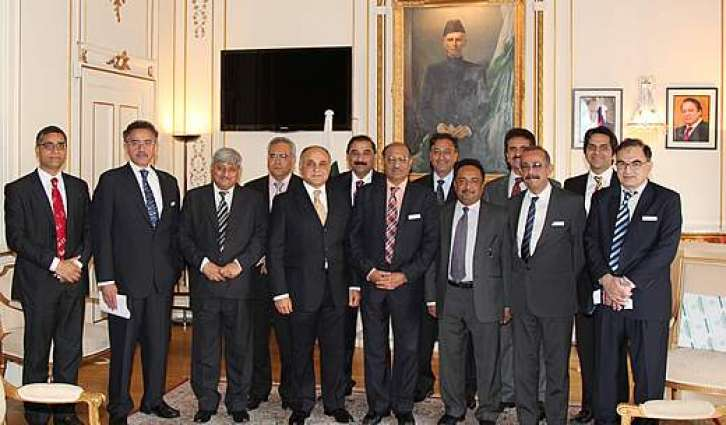 British Pakistani students visit Pak HC in London