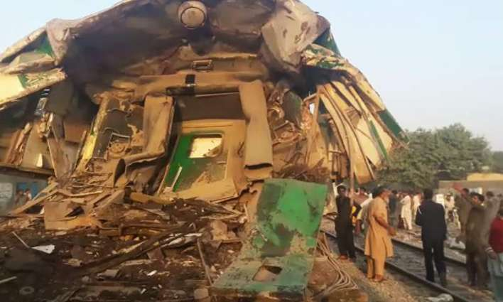 15 killed, 30 injured as trains collide near Karachi